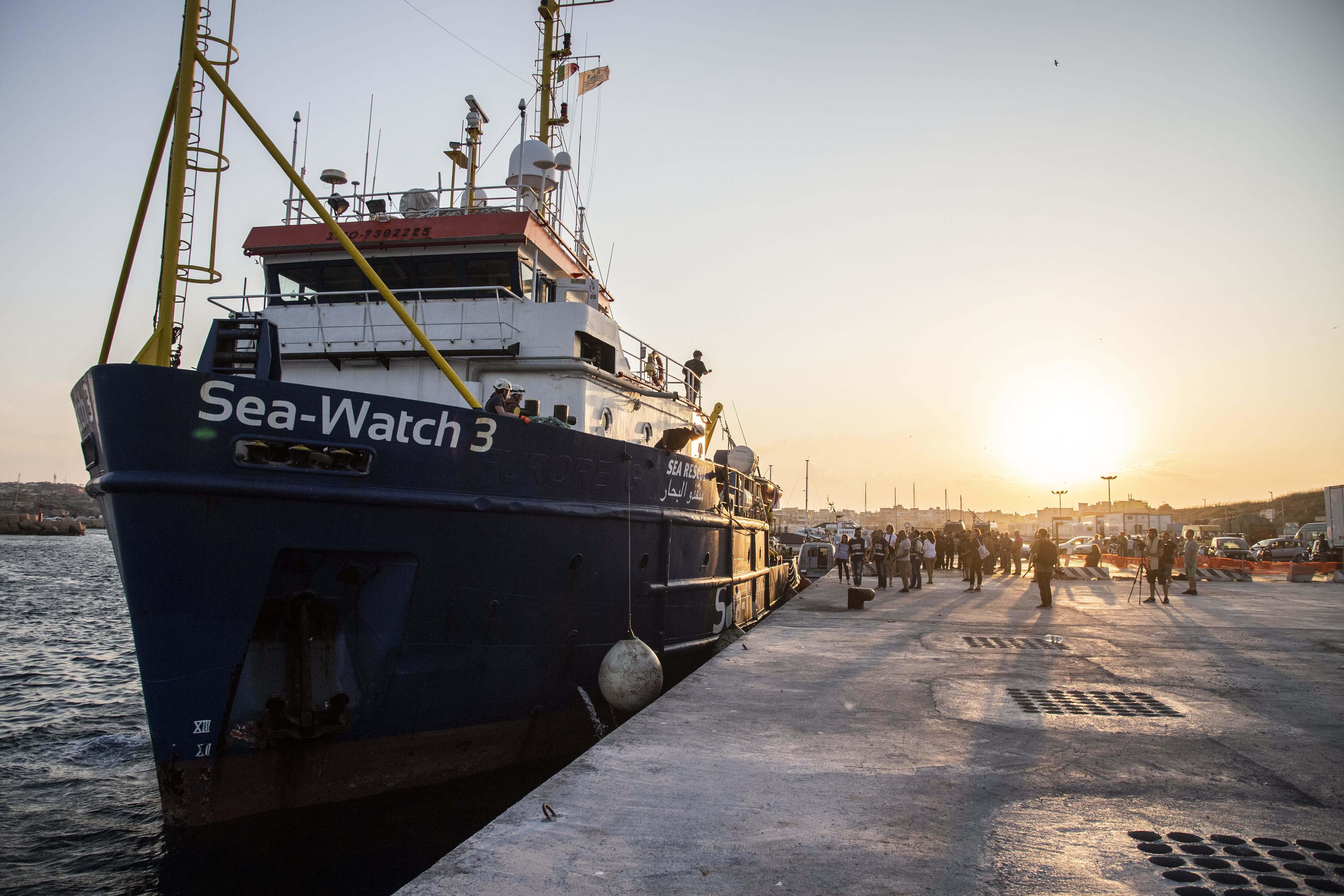 La Sea Watch 3 approda in Consiglio comunale